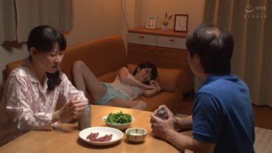 Photo of หนังโป๊AVแนวครอบครัว แม่พาพ่อเลี้ยงเข้าบ้านก็โดนลูกเลี้ยงยั่วซะแล้วนอนแหกหีโชว์พ่อเลี้ยงจนเป็นเรื่อง