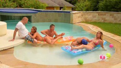 Photo of จัดปาร์ตี้เซ็กซ์กลางแจ้งกับเพื่อนเอากันในสระว่ายน้ำช่วงนี้อากาศร้อน