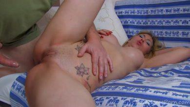 Photo of หนังโป้นางแบบสาวเซ็กซ์ซี่โดนช่างกล้องเย็ดสดในห้องนอนเต็มเรื่อง